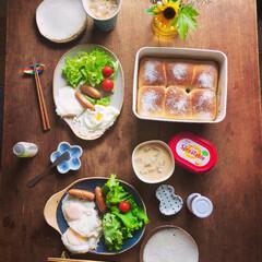 朝ごはん/パン作り/手づくりパン/お皿/こんがり/こんがりグルメ 早起きのパン作り お気に入りのお皿を並べ…