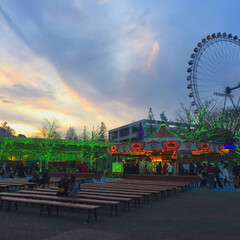遊園地/夕焼け/イルミネーション/はじめてフォト投稿 受験前に友達と楽しんだ遊園地。 帰る時間…