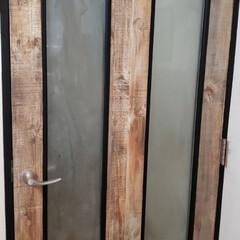 壁紙屋本舗/マステ/アイアン風 余った壁紙でリビングの扉をチェンジして、…