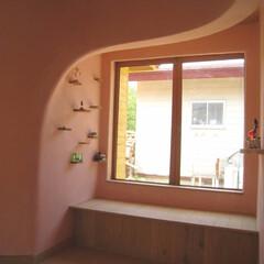 出窓/土壁の家/土壁/ベンチ 森風エコキャビン 出窓とベンチ