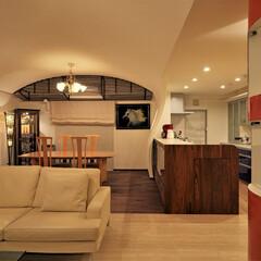 左官/磨き仕上げ/アーチ天井/飾り棚 海を臨む家  左官磨き仕上げの赤い飾り棚…