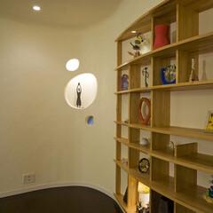 飾り棚/しっくい やわらかないえ  間接照明が入ったしっく…