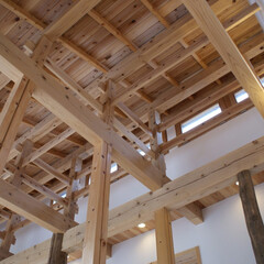 木組/吹抜/貫/高窓 みらいのいえ  高窓のある吹抜木組み。 …