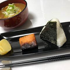おにぎり/カレーうどん/鮭の西京焼き/はらぺこグルメ おにぎり カレーうどんセット  お魚は新…