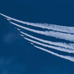 ブルーインパルス/青空/航空自衛隊/ブルー 航空自衛隊ブルーインパルス。 青空を絶妙…