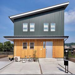 大工工務店/木の香りがするお家/無垢床/玄関あるある/収納/おしゃれ/... . 異素材を組み合わせた外観デザイン…