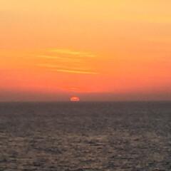 おでかけワンショット。/船の上/朝日/空が染まる/おでかけワンショット おでかけワンショット。 船の上から朝日を…