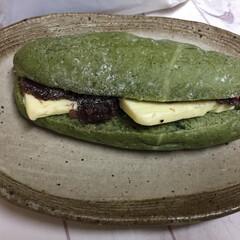 小さい春/ヨモギのコッペパン/春の使者/あんバター ヨモギのコッペパン。 札幌のパン屋さん「…