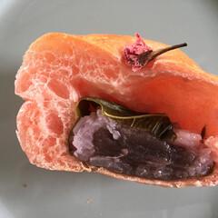 私のご飯。/桜パン/桜餅/春の味/わたしのごはん なんと! 桜パンの中に入っていたのは、桜…