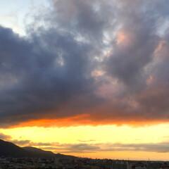 今日の空/夕日/雲/景色/風景 今日の空。 雲が重くて夕日を隠しています…