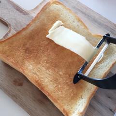 おうちごはん/ライフハック/トースト/バター/ピーラー ライフハックで見つけた バターの塗り方を…