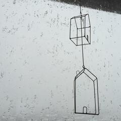 ハウス型/オーナメント/天気/様子/晴れ/曇り/... ハウス型のオーナメントを 窓辺に下げてい…