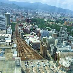 おでかけワンショット/札幌駅/展望室/電車 札幌駅JRタワーの展望室から西方向を見る…(1枚目)