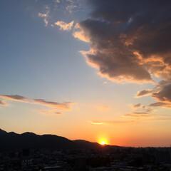 令和元年/夕日/幻想的/景色/風景/北国の初夏/... 最近は夕日がきれいです。 雲に光が当たっ…