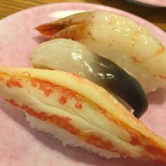 わたしのご飯。/しあわせご飯。/回転ずし/なごやか亭/北海道の食材/カニ/... しあわせご飯。 お店のオススメ三種盛。 …(1枚目)