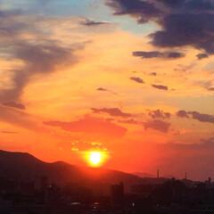令和元年/夕日/雲/景色/風景/令和元年フォト投稿キャンペーン 今日の夕日。 真っ赤に燃える空と太陽。 …
