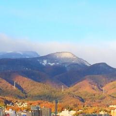秋の一枚/冬の訪れ/山に雪/初雪/短い秋/秋 秋の一枚。 とうとう山に初雪が降りました…