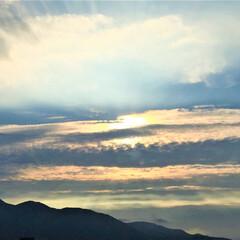 令和元年/空/雲/景色/風景/令和元年フォト投稿キャンペーン 空模様の変化を見ています。 雲が作るアー…(1枚目)