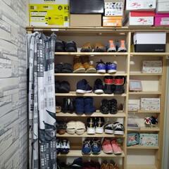 靴の収納 狭い玄関に大量の靴の収納を考えたとき、ツ…