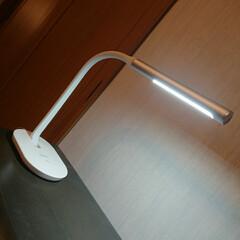LEDライト/デスクライト 3段階調光デスクライト。フレキシブルアー…
