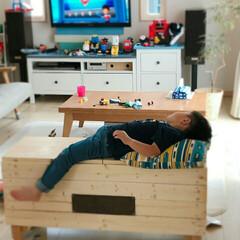 ベンチ まごが作ったベンチで遊んでいます🎵