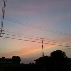 夕暮れ 今日の夕暮れ🎵 東の空にはお月さん、 孫…