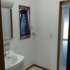 洗面所/洗面所インテリア/洗面所リフォーム 洗面所のリフォーム! クロスとCFを張り…(2枚目)