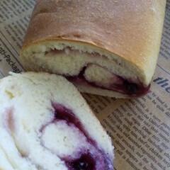 おうち時間/パン作り ブルーベリージャムでパンを作りました。 …