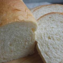 タピオカスターチ入り/ホームベーカリー/手作りパン/パン作り/パン/おうち時間/... 食パンを作りました。 余っていたタピオカ…(1枚目)