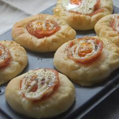 手作りパン/ハムマヨパン/朝ごはん/おうち時間/一眼レフカメラ ハムマヨパンを作りました。 マフィン型を…(1枚目)