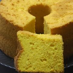 シフォンケーキ/かぼちゃのお菓子/かぼちゃシフォンケーキ/手土産おやつ/お菓子作り/手作りスイーツ/... かぼちゃのシフォンケーキを作りました。 …