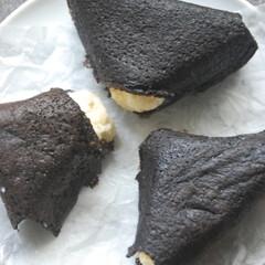 ブラックココア生地/おむすびクレープ/おにぎりクレープ/バナナクレープ/バナナ消費/手作りスイーツ/... おにぎりクレープ作りました。 バナナがす…(2枚目)