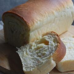 パンの日/食パン/チーズパン/ホームベーカリー/手作りパン/おうち時間/... チーズパンを作りました。 今日はパンの日…(1枚目)