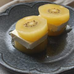 kiriクリームチーズ/クリームチーズ/ゴールドキウイ/フルーツ/朝ごはん/おうち時間/... キウイフルーツのクリームチーズサンドを作…(1枚目)