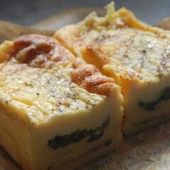 チーズ/ベーコン/小松菜/クロックケーク/あさごぱん/朝ごはん/... クロックケーク作りました。 卵液に浸した…(1枚目)
