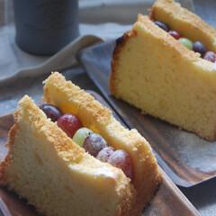 ぶどうサンドシフォンケーキ/フルーツサンドシフォン/シフォンケーキ/おうちカフェ/おうち時間/一眼レフカメラ 3色ぶどうサンドシフォンケーキを作りまし…(1枚目)