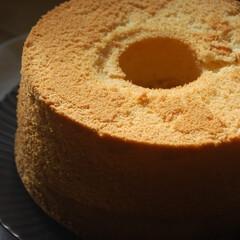 シフォンケーキ/手作りスイーツ/お菓子作り/おうち時間/一眼レフカメラ シフォンケーキを作りました。 これからフ…(1枚目)