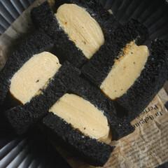 厚焼きたまごサンド/真っ黒食パンの厚焼きたまごサンド/真っ黒食パン/竹炭パウダー/卵焼き/業務スーパー/... 真っ黒食パンの厚焼きたまごサンドを作りま…(1枚目)