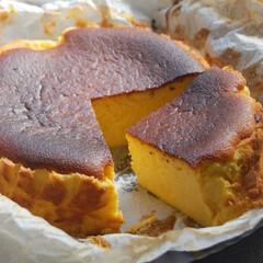 バスクチーズケーキ/バスチー/かぼちゃスイーツ/かぼちゃバスクチーズケーキ/お菓子作り/手作りスイーツ/... かぼちゃバスクチーズケーキをカットしてみ…