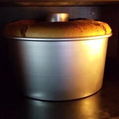 シフォンケーキ/焼きたて/スイーツ/手作りおかし/お菓子作り/おうち時間 シフォンケーキ焼きました。 少し焦げまし…