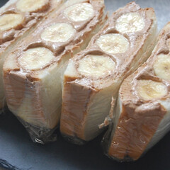 チョコバナナ/チョコクリーム/バナナ/フルーツサンドイッチ/朝ごパン/朝ごはん/... フルーツサンドイッチ作りました。 バナナ…