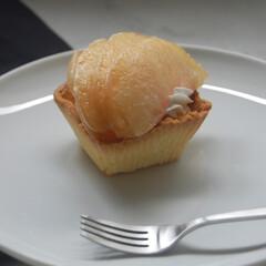 シリコンカップ/型無しタルト生地/生クリーム/カスタードクリーム/桃/桃のタルト/... 桃のタルト作りました。 タルト生地は初挑…