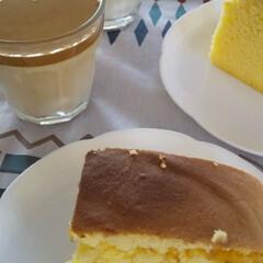 おうちカフェ/ダルゴナコーヒー/台湾カステラ 今日は姉とおうちカフェしました。 ダルゴ…