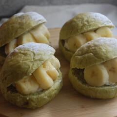 おやつの時間/朝ごはん/青汁パン/らくらくホイップ/バナナパン/ホームベーカリー/... バナナパンを作りました。 生地に青汁を入…(1枚目)