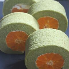 みかんのスイーツ/カラマンダリン/ロールケーキ/青汁生地/緑のスイーツ/みかんロールケーキ/... みかんロールケーキを作りました。 緑色の…(1枚目)