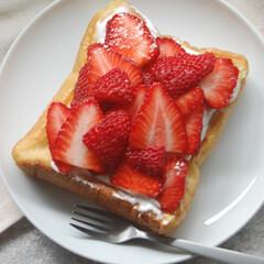 いちごのスイーツ/カスタードクリーム/らくらくホイップ/いちごのフレンチトースト/フレンチトースト/あさごぱん/... たっぷりいちごのフレンチトーストを作りま…(1枚目)