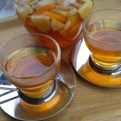 紅茶 リンゴとオレンジを入れてフルーツティーを…