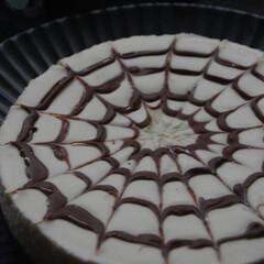 ハロウィンスイーツ/クモの巣模様/レアチーズケーキ/手作りスイーツ/お菓子作り/おうち時間/... クモの巣模様のレアチーズケーキを作りまし…