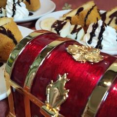 シフォンケーキ 宝箱の中にケーキのトッピングが入ってます…