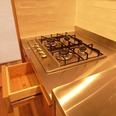 コンロ/グリル無しコンロ/引き出し/キッチン引出し/キッチン収納 魚焼き器の無いコンロ。普通はコンロの下は…